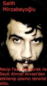 Gençliğinde ülkücüydü, Necip Fazil Kisakürek ile Seyit Ahmet arvasiyi tanıdı. İslam davası için teröre başladı.